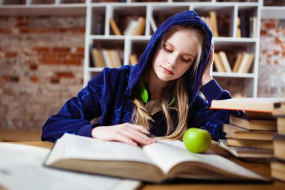 apple-beautiful-blond-hair-blue-books-bookshelves-1555483-pxhere.com
